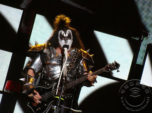 Kiss乐队成员Gene Simmons:科技让一切变得没那么感性
