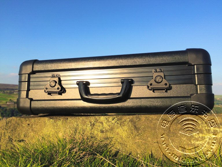 超结实的军用级合成器箱Eurorack