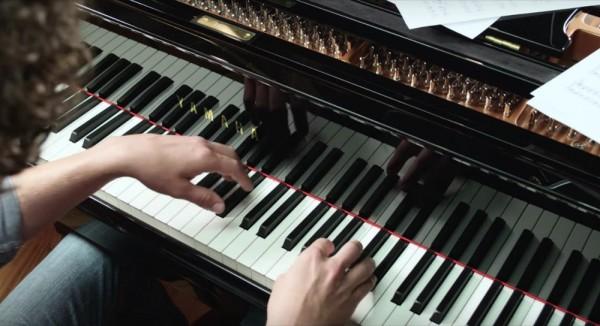 雅马哈推出支持MusicCast多房间音响系统的声学钢琴(视频)