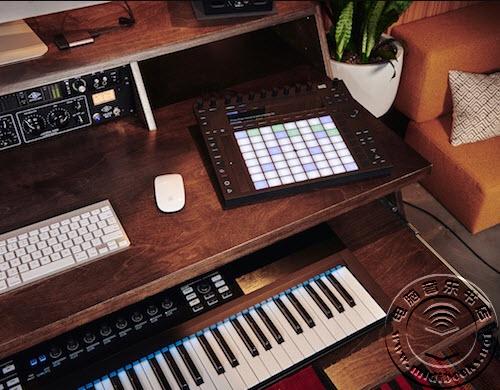 Output发布专为音乐家设计的工作桌