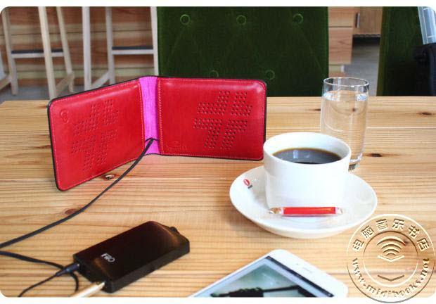 一款轻薄时尚的便携音箱:如钱包般随身携带