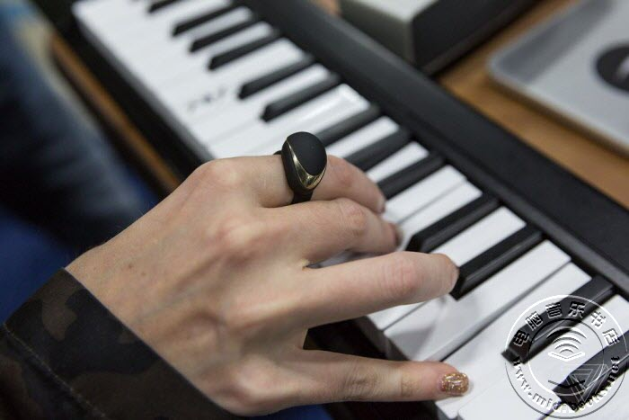 无线MIDI戒指:只需简单手势就能演奏出非凡音乐效果