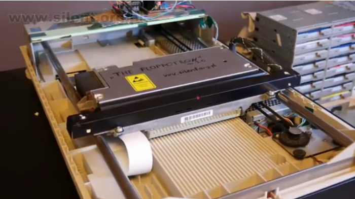 国外大神用软驱打造乐器The Floppotron演奏经典曲目《Africa》(视频)