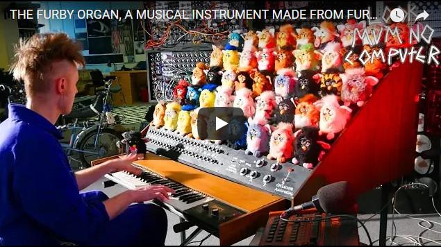 国外大神儿用菲比娃娃制作了一台风琴合成器(视频)