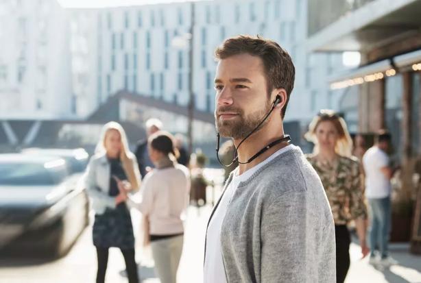 Jabra发布新款颈圈耳机Elite 65e 含降噪功能与8小时续航