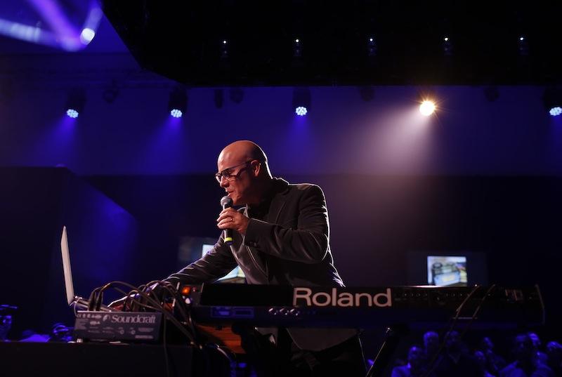 "Roland(罗兰)宣布历史上首次在罗兰云上的直播 — ""托马斯·杜比(Thomas Dolby)在罗兰云的直播音乐会"""