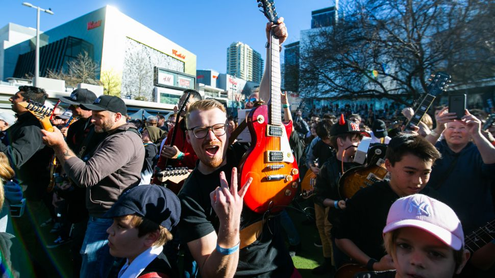 457名澳大利亚吉他手刚刚创造了一项新的吉尼斯世界纪录(视频)