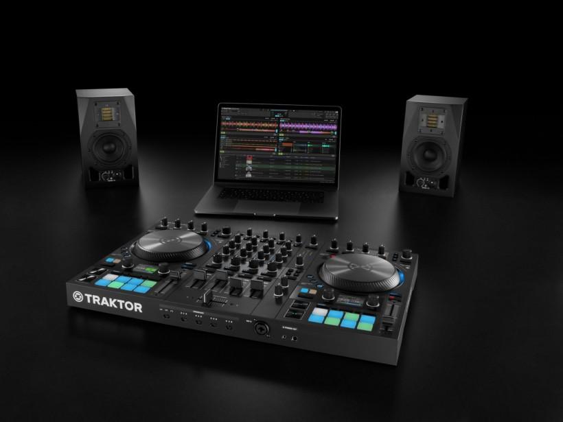 Native Instruments 发布全新 TRAKTOR S4 DJ 控制器