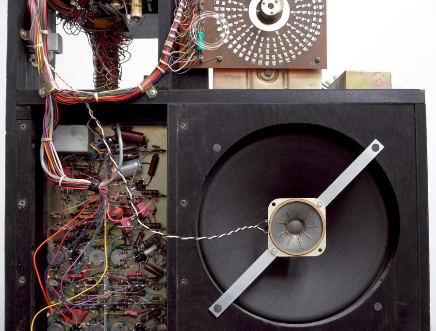 速来围观:20世纪50年代的鼓机内部拆解(视频)