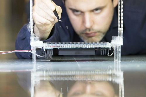 科学家首次用声波同时操纵多件物体