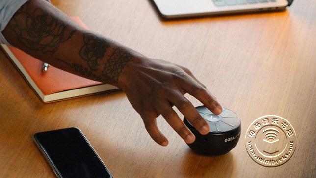 只有手掌大小的便携式合成器 — Orba