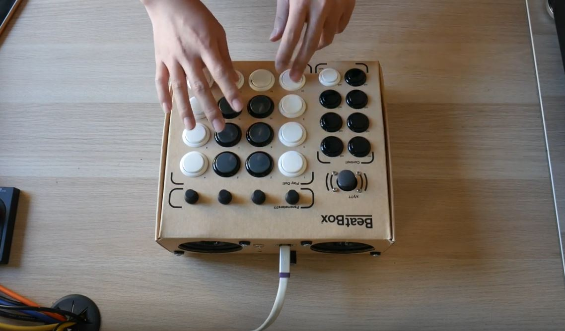 Beatbox,可以在一个小时内组装完成的硬纸板鼓机(视频)