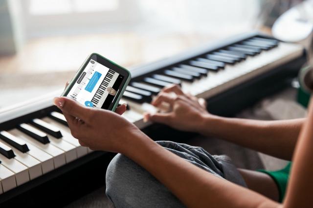 Roland(罗兰)为旗下钢琴用户提供免费在线课程