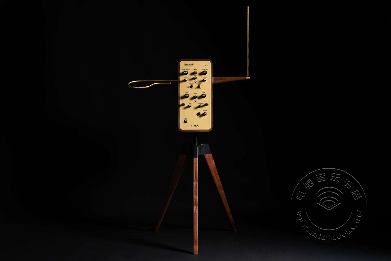 Moog发布百年纪念限量版Theremin乐器,一种无需接触即可演奏的神奇乐器(视频)