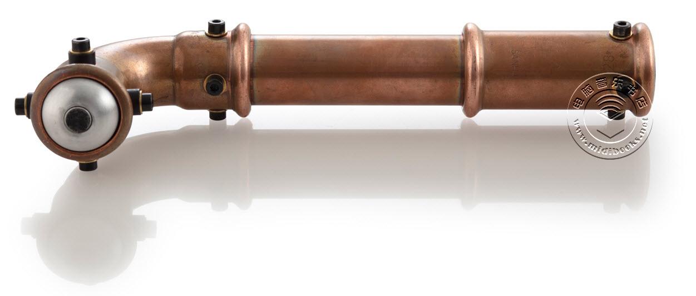 潜望镜造型的麦克风Periscope,也是世界上第一台内置压缩器的麦克风