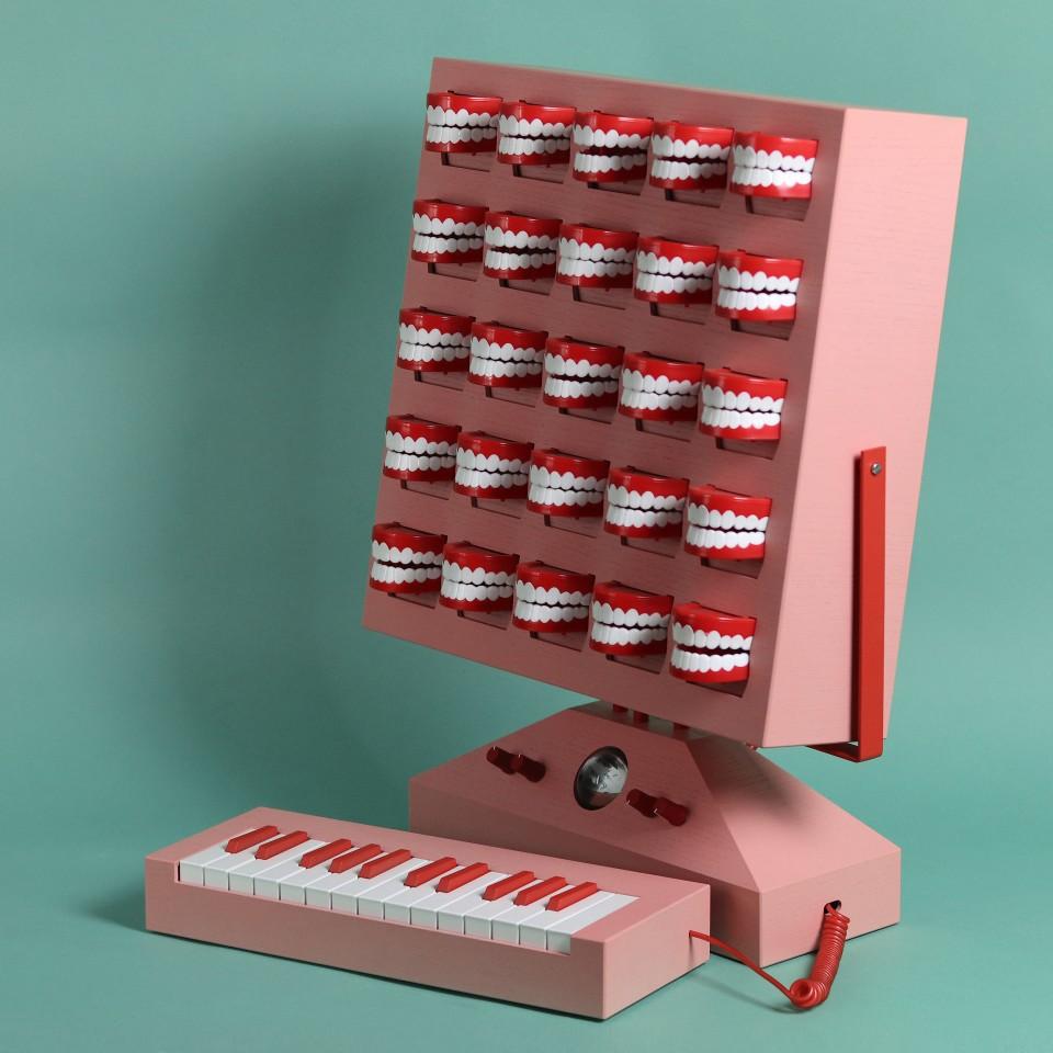 科技行为艺术:一排排颤抖的牙齿让人声合成器活了起来(视频)
